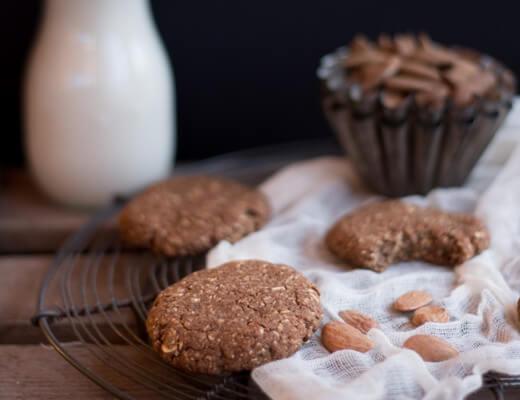 Oat-&-Almond-Pulp-Cookies-{flowers-on-my-plate}-Hafer-&-Mandelmark-Kekse-Rezept2
