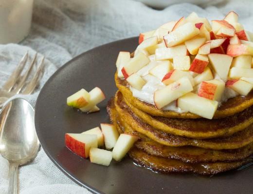 Apfel Zimt Pancakes {flowers on my plate}