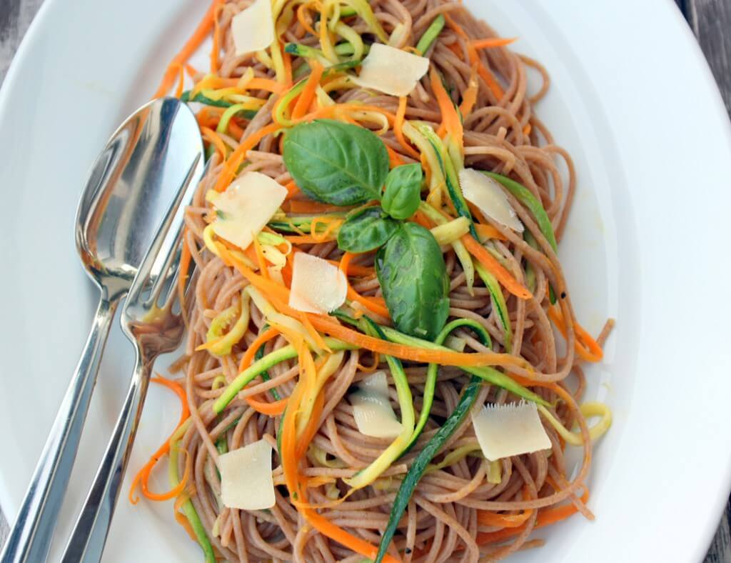 Frühlingsspaghetti mit Trüffelöl {flowers on my plate}
